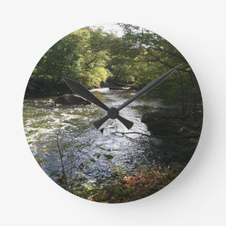 Stream of beauty round clock