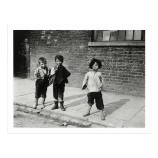 Street urchins in Lambeth (b/w photo) Postcard