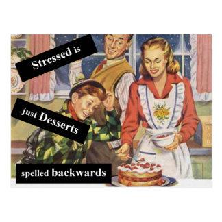 Stressed es postres deletreados al revés tarjeta postal