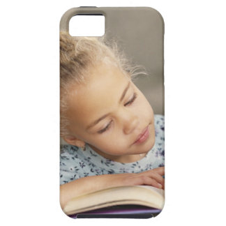 Student reading iPhone SE/5/5s case