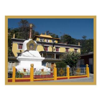 Stupa budista tibetano y monasterio tarjetas postales