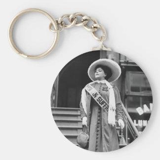 Stylin Suffragette, 1908 Llavero Redondo Tipo Pin