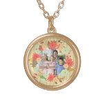 Stylish vintage look floral photo frame round pendant necklace