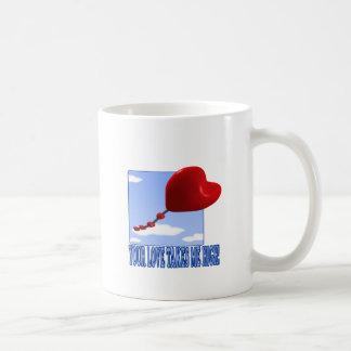 Su amor me toma alto taza de café