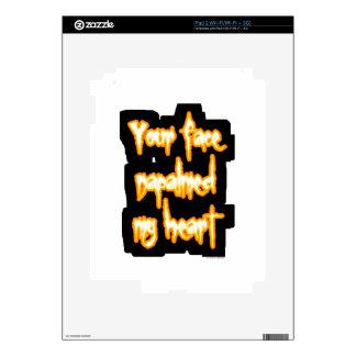 Su cara napalmed mi corazón iPad 2 skins