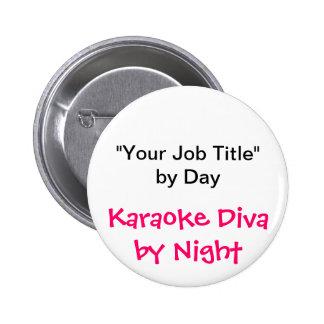 """""""Su cargo"""" por el día, diva del Karaoke por noche Pins"""