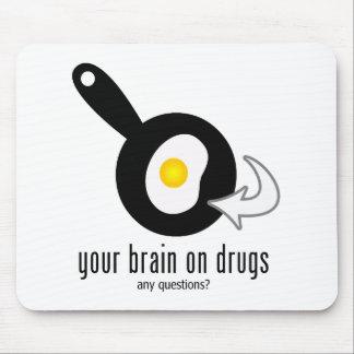 Su cerebro en las drogas mousepad