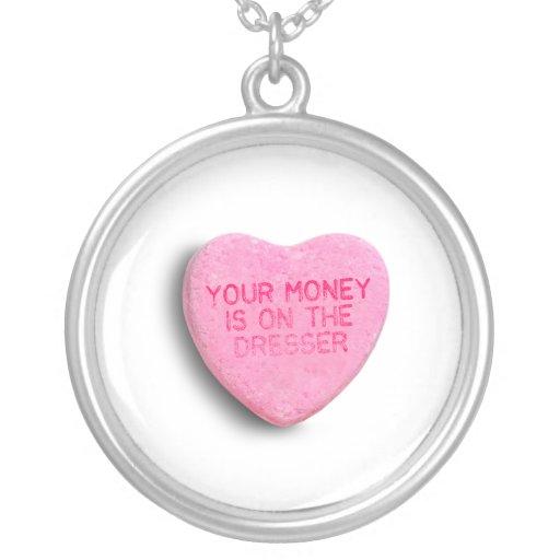 Su dinero está en el aparador collares personalizados