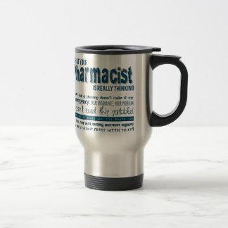 su farmacéutico está pensando realmente taza de café