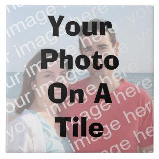 Su foto en una teja