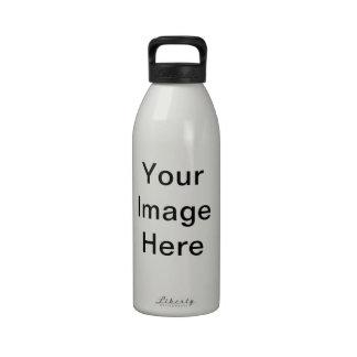 Su imagen aquí modela botellas de agua reutilizables