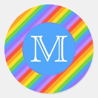 Su letra, arco iris raya el monograma pegatina redonda