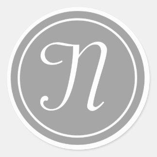 Su letra, gris inicial de encargo del monograma N Pegatina Redonda