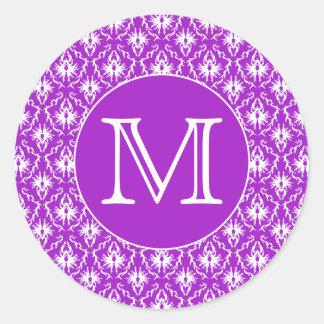 Su letra. Modelo púrpura y blanco del damasco Pegatina Redonda