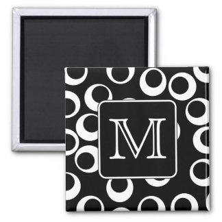 Su letra. Monograma blanco y negro. Modelo de la d Imán Cuadrado