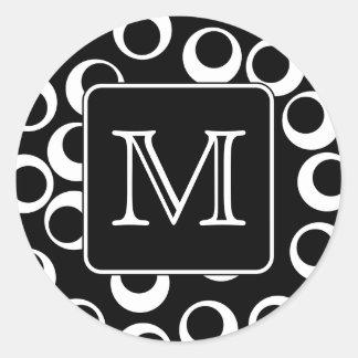 Su letra. Monograma blanco y negro. Modelo de la Pegatina Redonda