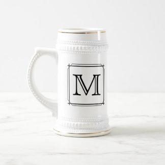 Su letra. Monograma de encargo. Blanco y negro Jarra De Cerveza