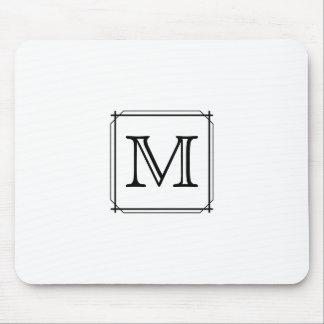 Su letra. Monograma de encargo. Blanco y negro Tapete De Ratones