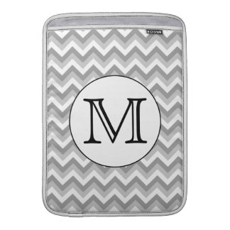 Su letra. Monograma gris del modelo de zigzag Funda MacBook