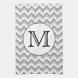 Su letra Monograma gris del modelo de zigzag Toalla