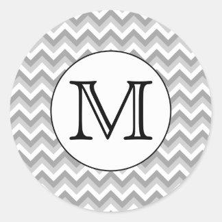 Su letra. Monograma gris del modelo de zigzag Pegatina Redonda