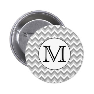 Su letra. Monograma gris del modelo de zigzag Pin Redondo De 2 Pulgadas