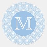 Su letra, monograma. Modelo azul claro del damasco Pegatinas Redondas