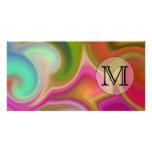 Su letra, remolinos coloridos y monograma de encar tarjeta fotográfica personalizada