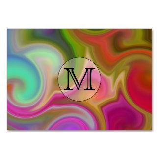 Su letra, remolinos coloridos y monograma de encar