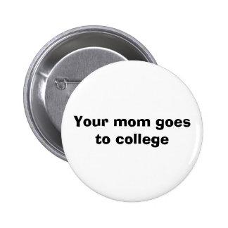 Su mamá va a la universidad pin redondo de 2 pulgadas