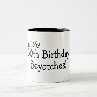 Su mi trigésimo cumpleaños Beyotches Taza Dos Tonos