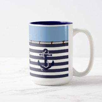 Su moda náutica conocida del ancla raya el modelo tazas