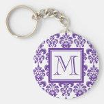 Su monograma, modelo púrpura oscuro 2 del damasco llavero personalizado