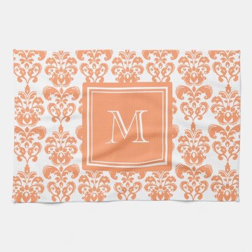 Su monograma, producto anaranjado del modelo 2     toallas