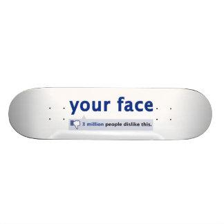 su monopatín de la cara favorable