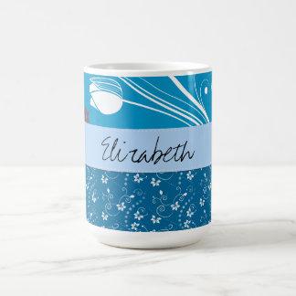 Su nombre - hojas, remolinos, puntos - blanco azul taza