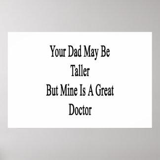 Su papá puede ser más alto pero la mina es gran póster