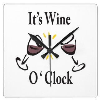 Su reloj de pared del en punto del vino