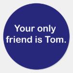 Su solamente amigo es Tom Etiqueta Redonda