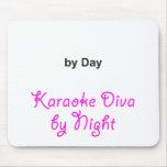"""""""Su texto"""" por el día, diva del Karaoke por noche Tapete De Ratón"""