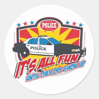 Su toda la policía de la diversión etiquetas redondas