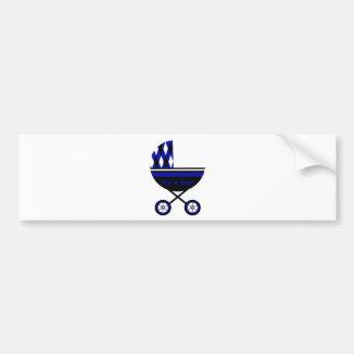 Su un cochecito del muchacho etiqueta de parachoque
