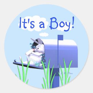 Su un muchacho - conejito del bebé en buzón pegatina redonda