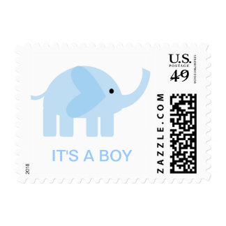 Su un sello del elefante de los azules cielos del