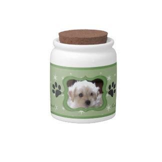 Su un tarro de la invitación del perro de la estre jarra para caramelo