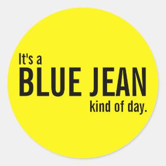 Su una clase azul de Jean de pegatinas casuales Etiqueta Redonda