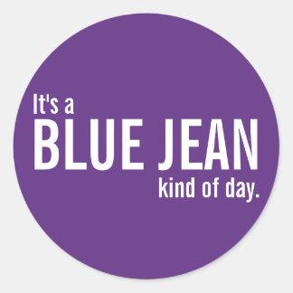 Su una clase azul de Jean de pegatinas casuales Pegatina Redonda