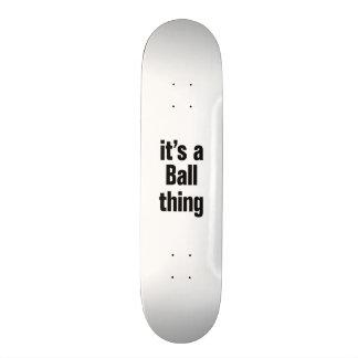 su una cosa de la bola skate board