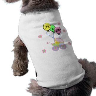 Su una niña camisetas de perro