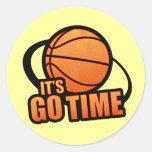 Su va el pegatina del baloncesto del tiempo